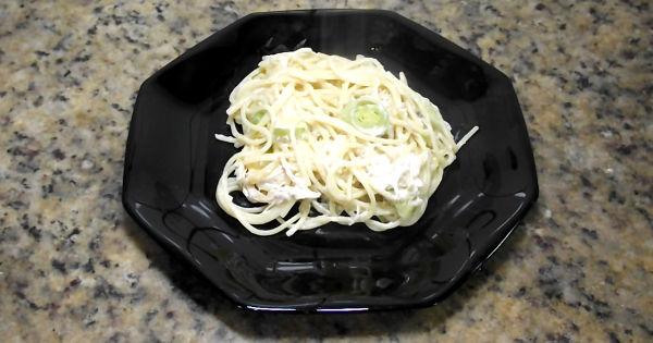 receita macarrao com frango com alho poro